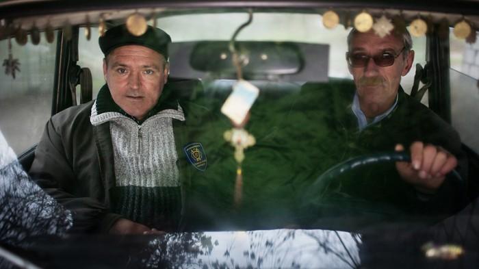 """""""Dubultie Svešinieki"""" un """"UKRAIŅU ŠERIFI"""" dokumentālo filmu festivālā IDFA"""